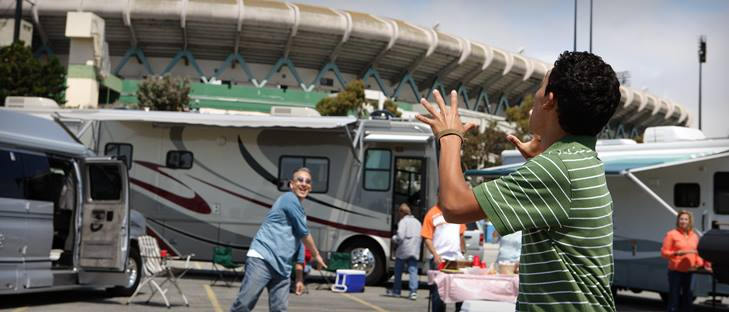 Reserve Your RV Rental in Fort Lauderdale and Comfortably Enjoy Tailgating